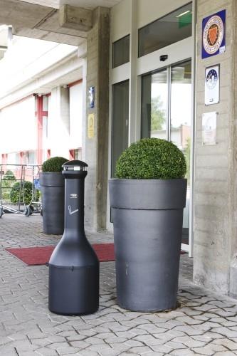 Cendrier exterieur collecteur cigarette rubbermaid genie for Cendrier exterieur