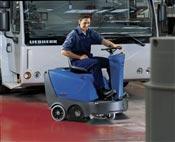 Balayeuse autoportee Nilfisk Alto Floortec R360B batterie chargeur