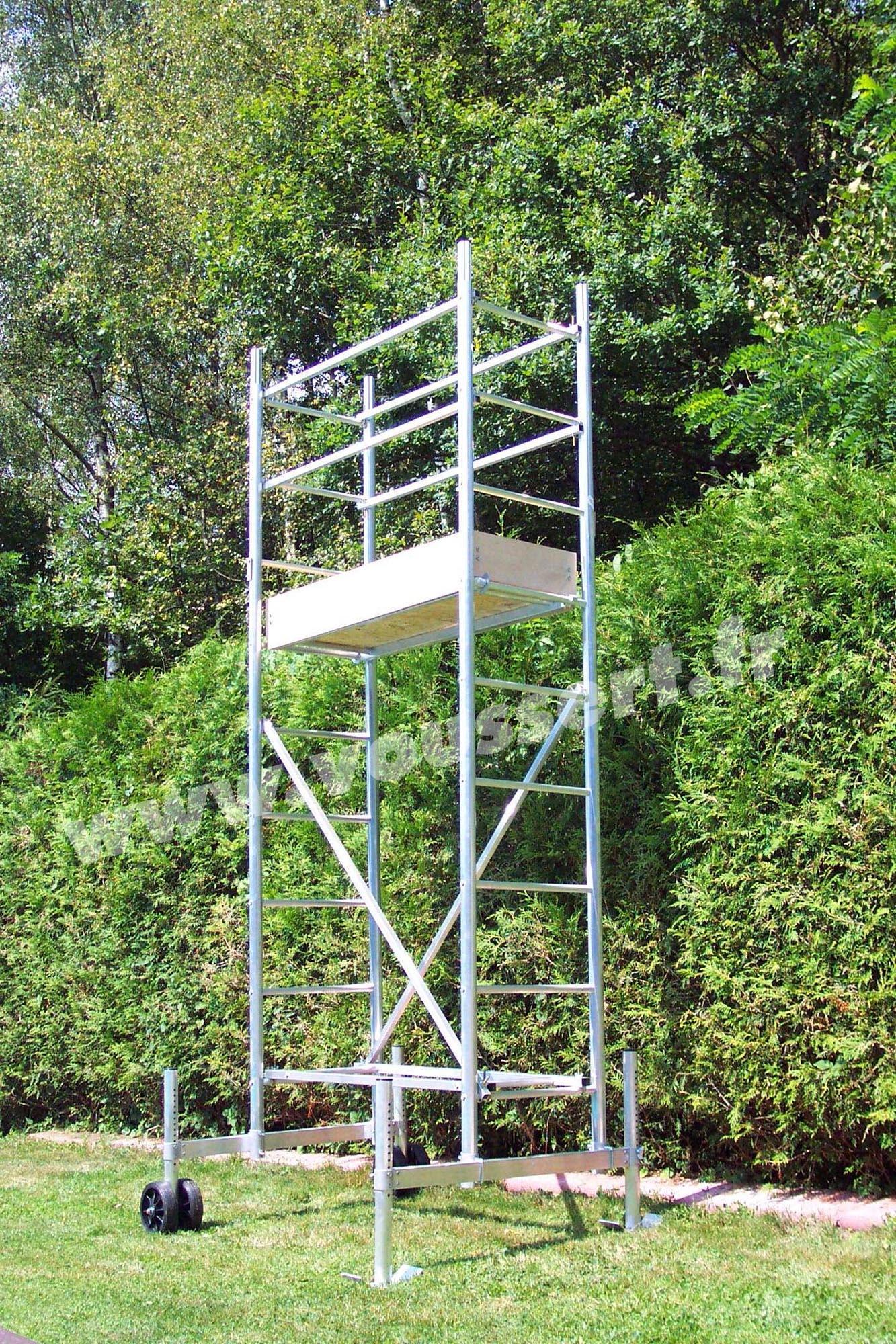 Echafaudage roulant aluminium hauteur travail 4 5 m taille for Echelle transformable en echafaudage