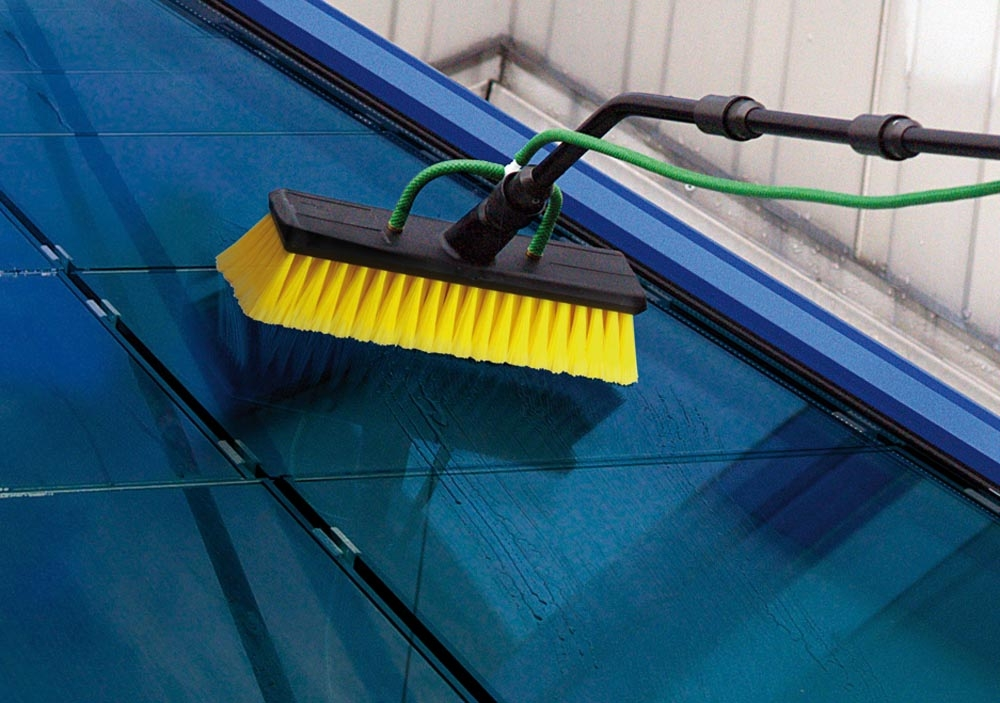 brosse pour nettoyage panneaux solaires jaune unger. Black Bedroom Furniture Sets. Home Design Ideas